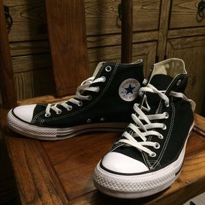 Man's size 9.5 black high top converse